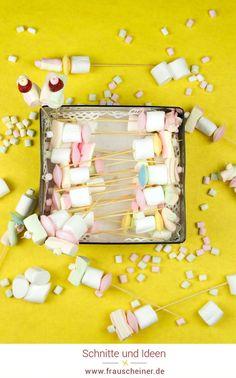 Marshmallow Spieße für den Kindergeburtstag, DIY Party idee, Geburtstag  Diy Idee, Geburtstagsfeier in der Schule #Marshmallow #diyidee #Kindergeburtstag Partys, Halloween, Popup, Marshmallows, Party Ideas, Birthday Celebrations, Tiny Gifts, Invitations, Marshmallow