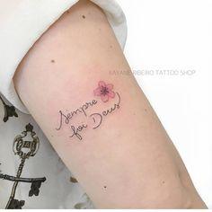 Mini cobertura • Feita pela Tatuadora/ Tattoo Artist: @rayanetattoo • ℐnspiração ✩ ℐnspiration • ¨°o.イลイนลʛ૯ຖຮ Բ૯൬ⅈຖⅈຖลຮ.o°¨ . ¨°o.Ⓘⓝⓢⓟⓘⓡⓔ-ⓢⓔ.o°¨ . . #tattoo #tattoos #tatuagem #tatuagens #tatouage #tatuaje #ink #tattooed #tumblr #tumblrgirl #tattooer #tatuador #instagram #tutorial #diy #tattooedgirls #Deus #cobertura #coverup #tatuagensfemininas Girly Tattoos, Mini Tattoos, Trendy Tattoos, Rose Tattoos, Flower Tattoos, Small Tattoos, Tattoos For Women, Tattoo Life, Tattoo Shop