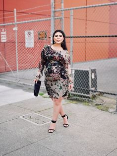 fc60e4bfc2330 Mona Kiani Marchetti, The Urban Monarch, San Francisco Fashion Blogger,  Sweater Dress Maternity