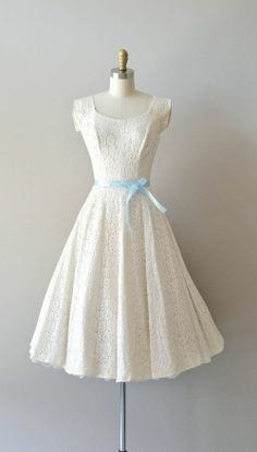 vintage lace dress with simple and elegant light blue sash Source by dnapro Kleider Pretty Outfits, Pretty Dresses, Beautiful Outfits, Gorgeous Dress, 1950s Fashion, Vintage Fashion, Club Fashion, Fashion Tv, Prom Dresses