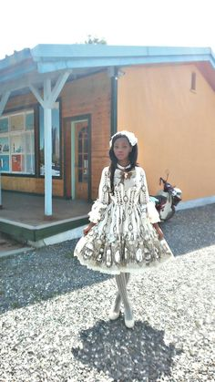Day in the life: Lolita Elementary school teacher♥ I finally won over my grade 6 boys they are now my biggest fans lol. Harajuku Fashion, Kawaii Fashion, Lolita Fashion, Cute Fashion, Lolita Goth, Lolita Dress, Lolita Style, Afro Punk, Mode Mori