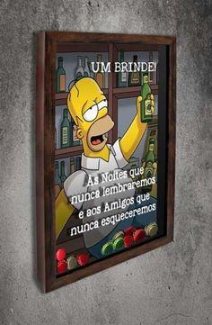 Quadro para Tampinhas de Cerveja - Homer - Um brinde...  Com a imagem no fundo do Homer Simpson e a frase: Um brinde! às noites que nunca lembraremos e aos amigos que nunca esqueceremos