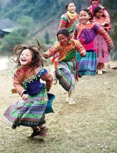 14 photos of Laughing children from around the world, to make your day better. Beautiful Smile, Beautiful World, Beautiful People, Kids Around The World, People Of The World, Precious Children, Beautiful Children, Happy Children, Children Dancing