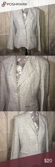 """Kate Hill 100% Silk Tweed Blazer Women's 6 Beige Kate Hill 100% Silk Tweed Blazer Women's 6 Beige & Black  pattern. Measures approx 17"""" underarm to underarm, 23"""" long. One bottom front, collared, two front pockets: lined. Dry clean only. Shoulder pads under lining. Kate Hill Jackets & Coats Blazers"""