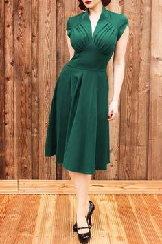 Vintage Stand Collar Pure Color Pleated Midi Dress For Women $11.39 green