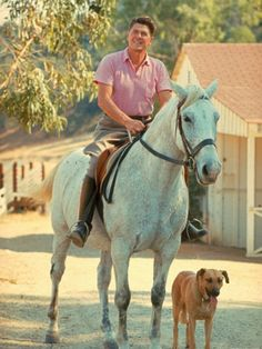 President Reagan, his dog, and a horse Greatest Presidents, American Presidents, Us Presidents, Us History, American History, Nancy Reagan, President Ronald Reagan, Famous Stars, Equestrian