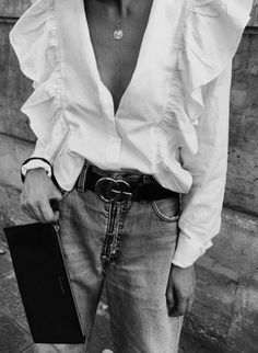 You can't go wrong with a white shirt and jeans.