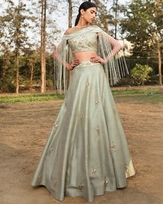 Latest Collection of Lehenga Choli Designs in the gallery. Lehenga Designs from India's Top Online Shopping Sites. Indian Wedding Gowns, Indian Gowns, Indian Attire, Indian Outfits, Wedding Dresses, Lehenga Wedding, Punjabi Wedding, Indian Weddings, Wedding Wear