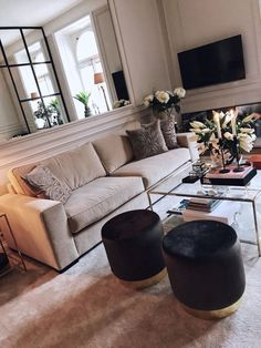 Casa da Anitta: see the singer's mansion in Barra da Tijuca - Home Fashion Trend Living Room Decor Apartment, Living Room Interior, Home And Living, Luxury Home Decor, Luxury Living Room, Interior Design, House Interior, Room Decor, Apartment Decor