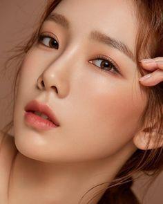 Taeyeon natural make up Korean Natural Makeup, Korean Makeup Look, Asian Eye Makeup, Korean Beauty, Asian Beauty, Natural Beauty, Makeup Inspo, Makeup Inspiration, Beauty Makeup