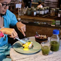 Food Blog Bali  Home Mate introduce their new line up menu for breakfast.  This morning we go for:  One Benedict with ham spinach & cherey tomatoes  accompany by:  Dragon Boat Smoothie Bowl content of frozen banana dragon fruits coconut water mango puree banana chia seeds flax seeds dates and coconut flakes    @homematestore  Jl. Petitenget No. 1A    #Breakfast #healthyfood