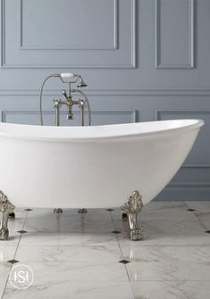 Detailed lion paw feet on the Winnsboro Acrylic Clawfoot Tub establish a majestic look for a master bathroom. This lengthy, double-ended tub has curved ends for comfortably reclining.