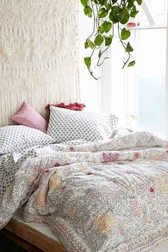 Plum & Bow Eliza Hand-Drawn Medallion Bed-In-A-Bag Snooze Set - Urban Outfitters