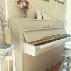 Piano pintado con Autentico chalk paint por  @living_in_my_style #autenticopaintspain #autenticochalkpaint #chalkpaintes #autenticospain #autenticopaint #pinturanatural #ecofriendly #naturalpaint #chalkpaint