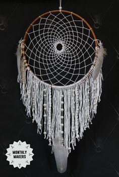 Drömfångare av Annica på Inspirami Diy, Dream Catchers, Feathers, Medicine, Wheels, Home Decor, Mandalas, October, Threading