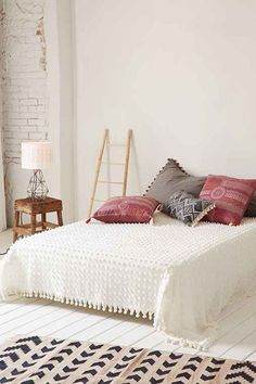 Tufted Dot Coverlet- White Full/queen