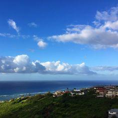 「7:00amの時点ではお天気いい感じだけど島の天気は分かりませんねー。今日は気持ちの良いハワイの朝を迎えています!」
