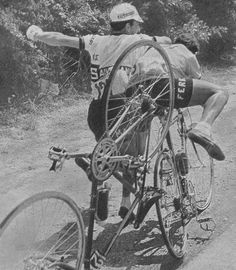 Tour de France 1964. 01-07-1964, 10^A.Tappa. Monaco - Hyères. Vito Taccone (1940-2007) e Fernando Manzaneque (1934-2004) se le danno di santa ragione lungo il percorso. Saranno multati con 500 franchi da Patron Goddet.
