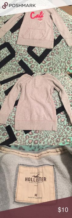 Cute hollister sweater Really warm, worn once, fits more like a small but will fit a medium as well excellent condition Hollister Sweaters Crew & Scoop Necks