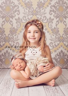 LOVE this Newborn/Sibling Shot..gotta do it with my girl!! https://amyrobertsonphotography.com/blog/  - check more here http://camera-tricks.tk/
