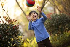 Have a best moment with your kid in a sunshine afternoon!