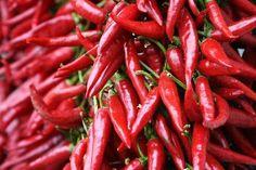 """Aktive ingrediensene i DSD de Luxe Cayenne pepper (chili) ekstrakt Inneholder alkaloid Capsaicin. Capsaicin tilhører den farmakologisk gruppen - """". Irriterende hjelp av naturlig opprinnelse""""Det er også kjent at Capsaicin har en positiv rolle i behandling av diffust håravfall indusert av stressfaktorer."""