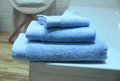 """""""Rosé Quartz"""" – ein kühles Hellblau. Handtücher von framsohn frottier aus der """"Premium""""-Kollektion."""