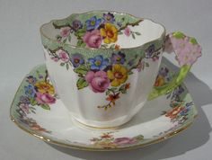 Rare Vintage Paragon Floral design Figural Flower Handle Teacup and Saucer! I Love paragon cups Antique Tea Cups, Vintage Teacups, Vintage China, China Tea Sets, Cuppa Tea, Teapots And Cups, My Cup Of Tea, Tea Cup Saucer, Drinking Tea