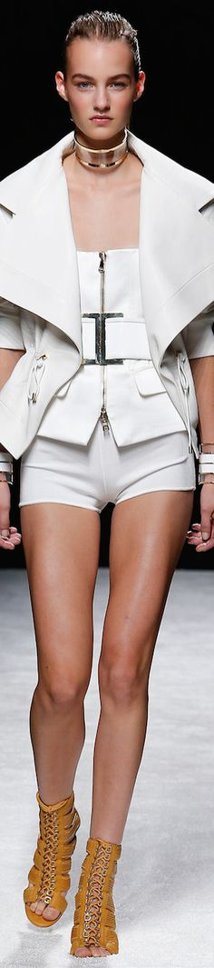 FW Balmain Spring Summer 2014 RTW - pin courtesy of Tres Haute Diva White Fashion, Love Fashion, Runway Fashion, Fashion Show, Womens Fashion, Fashion Design, Fashion Trends, Fashion Music, Mode Chic