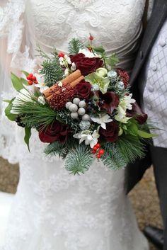 45 Fabulous Christmas Wedding Bouquets   HappyWedd.com