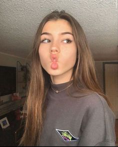 xseee and tiktok/avarxseee Foto Fantasy, Cute Selfie Ideas, Photographie Portrait Inspiration, Instagram Pose, Instagram Girls, Cute Poses, Selfie Poses, Girls Selfies, Poses For Pictures