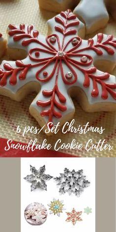 Snowflake Christmas Cookies, Snowflake Cookie Cutter, Christmas Cookie Cutters, Christmas Sugar Cookies, Christmas Snacks, Christmas Gingerbread, Holiday Cookies, Christmas Baking, Christmas Mood