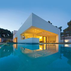 Residence in Kefalari by Moustroufis Architects - The Greek Foundation Luxury Swimming Pools, Luxury Pools, Home Building Design, House Design, House Essentials, Modern Mansion, Barbie Dream House, Beautiful Pools, Small House Plans