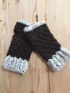 Etsy の Crochet Fingerless Gloves by LetYourSoulshineGuds