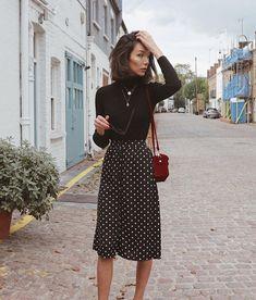 Schwarzer Rollkragenpullover + Polka-Dot-Midirock // Damenmode, Outfit-Ideen Source by Fashion Week, Work Fashion, Modest Fashion, Fashion Spring, Ladies Fashion, Fashion Ideas, Skirt Fashion, Style Fashion, Trendy Fashion