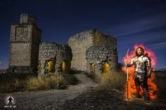 """Riders Of Light - Ivan Lucio e Javier Jiménez - Light Painting - Cavalieri della Luce Fotografia - Castello Barcience (Toledo) - Canon 6D - Lunghezza focale 20 millimetri - F8 -Tempo di esposizione 215"""" - ISO 200 - 28/12/2013"""