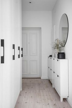 Entry Hallway Floor Hallway Tile Ideas Hall With Narrow Hallway Tiled Floor Narrow Hallway Home Entryway Decor Entryway Shoe Storage, Entryway Decor, Modern Entryway, Narrow Entryway, Wall Decor, Flur Design, Ikea Shoe, Hallway Designs, Hallway Ideas