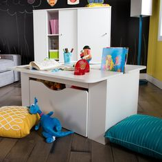 In the living room, the bedroom or the family room, create an incredible playroom for your children with this activity table! Open on 2 sides, it's ideal for 2 kids to sit down for arts and crafts. The included toy box can slide under the table when playtime is over - perfect storage for your little treasures' toys and teddy bears.