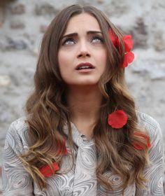 Damla Sönmez, Çerkes oyuncu, Circassian actress from Turkey. Source for ethnicity: http://www.haberturk.com/yazarlar/nazenin-tokusoglu/849432-sandalye-birlestirip-uyutulan-cocuklardanim