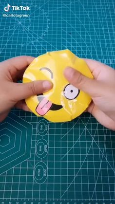 Diy Crafts For Girls, Diy Crafts To Do, Diy Crafts Hacks, Diy For Kids, Homemade Fidget Toys, Cool Fidget Toys, Cool Paper Crafts, Diy Toys, Creations