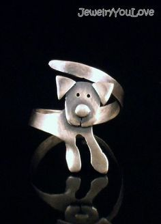 Sterling Silver Labrador Ring Buddy by JYLbyPeekliu on Etsy. I would never spend… Dog Jewelry, Animal Jewelry, Cute Jewelry, Metal Jewelry, Jewelry Art, Jewelry Rings, Jewelery, Silver Jewelry, Jewelry Accessories