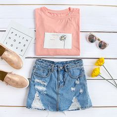 Pink t-shirt is always a dreamy way to show your chic.