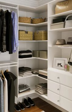 Small Walkin Closet, Small Closets, Small Walk In Closet Ideas, Easy Closets, Diy Walk In Closet, Walk In Closet Inspiration, Master Closet Design, Master Bedroom Closet, Small Master Closet