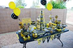 Probably the cutest bee themed party ideas I have ever seen! LOVE THEM for E's party. :)