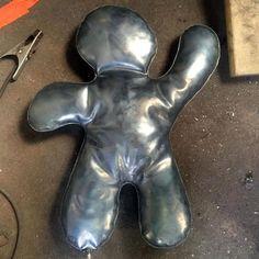 #sculpture Petits bonhommes Backrest Pillow, Shapes, Sculpture, Artist, Color Pop, Artists, Sculptures, Sculpting, Statue