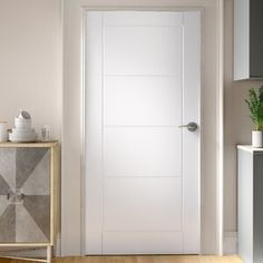 Discount Interior Doors, White Interior Doors, Interior Door Styles, Flat Interior, White Doors, Contemporary Internal Doors, Internal Wooden Doors, Contemporary Interior, Modern Interior Design