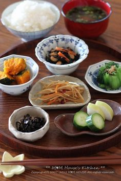 日本人の朝ごはん/お弁当 Photo: Healthy and Tasty Japanese Breakfast Dishes (Rice, Miso Soybeans Soup, Vegetables and Seaweeds) | Asagohan 朝ごはん                                                                                                                                                                                 もっと見る
