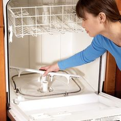 Dishwasher Repair Tips: Dishwasher Not Cleaning Dishes. Dishwasher not cleaning properly? Watch also the video about proper loading, additives like dishwasher salt and rinsing agent, and citric acid run to clean the dishwasher. Diy Cleaning Products, Cleaning Solutions, Cleaning Hacks, Deep Cleaning, Cleaning Schedules, Kitchen Cleaning, Cleaning Checklist, Cleaning Recipes, Car Cleaning
