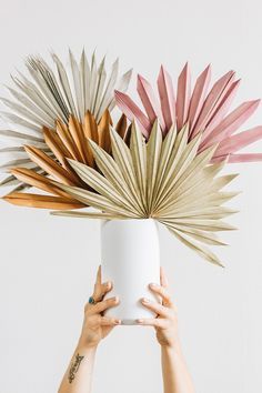Paper Flowers Diy, Flower Crafts, Diy Paper, Paper Crafts, Dried Flower Arrangements, Dried Flowers, Flower Decorations, Wedding Decorations, Theme Noel