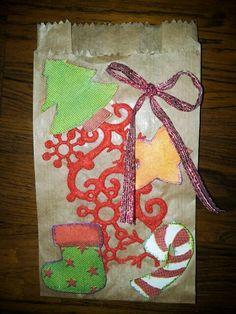 Envelope de cartao com saquinho de embalagem.
